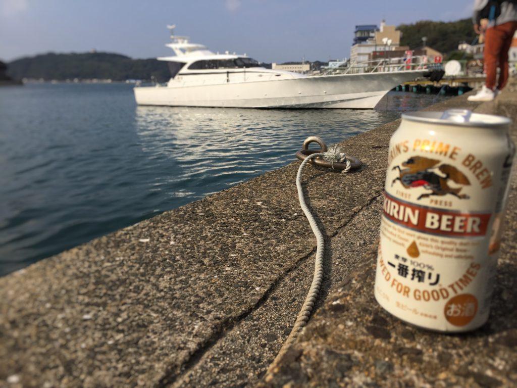 渡船出航待ちにビール
